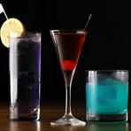 お客様に合った度数や好みの味に仕上げてくれるカクテル。イメージしやすいようにと、メニューにはカクテル名ではなく、ベースになるお酒と炭酸やジュースが提示されています。組み合わせを選ぶ楽しさを味わって。