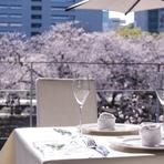 白が基調の洗練された店内は、記念日のデートに最適。イタリアのRichard GinoriやALESSI、有田など上質な器を使い、季節の食材を中心としたコース料理が、記念日に花を添えてくれます。