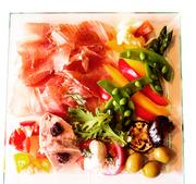 <2人前より> 事前のご予約をお勧めいたします。  福岡を中心とした旬の食材とイタリア各地の特産品の盛り合わせ。