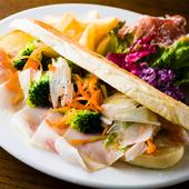 新鮮野菜がた~っぷり『季節の野菜と自家製ハムのパニーニ』