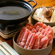醤油ダレがたまりません。唐辛子をたっぷりと。 ※追加の野菜は1人前680円、お肉は1人前880円になります。※2人前より