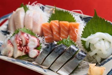 その日の仕入れ毎に内容は変化。日本酒と共に楽しみたい『本日のお魚盛り合わせ』