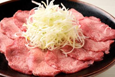 肉厚で食べ応え抜群!常連客を虜にする一番人気の『ネギ塩上タン』