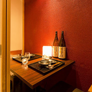 全席個室の【和食りん 新橋本店】、人目を気にせずにじっくり食事を楽しみたいときにぴったり。落ち着いた照明もまたプライベート感を演出してくれます。