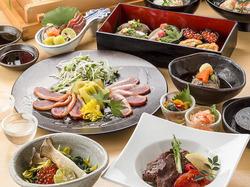 季節の食材をふんだんに使った創作料理をご提供致します。