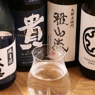 メニューには銘柄を乗せず、『純米』『純米吟醸』『純米大吟醸』の中から好みのお酒を選ぶスタイルに。『純米』は北海道のお酒中心で、『純米吟醸』は有名な銘柄が多め。『純米大吟醸』は幅広い銘柄が揃っています。
