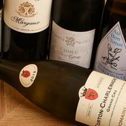 ワインはソムリエに依頼して、料理に合うものをセレクトしてもらったそう。赤はブルゴーニュとボルドー、白はシャルドネとシャブリなどを用意。スパークリングやシャンパーニュは、記念日や接待などにオススメです。