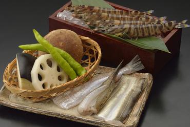 好きな旬魚を2種類選べる、贅沢なランチ定食『季節のおすすめ定食』