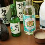 韓国の焼酎や『マッコリ』など、韓国料理と一緒に楽しめるお酒が充実しています。お米などを使い醸造されるためヘルシーで、女性のファンも多いとか。韓国酒を傍らに楽しめば、より一層おいしい時間を満喫できます。