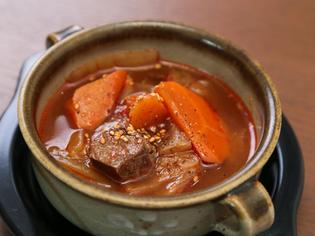 肉の内側までしっかりと味わいが染み込んだ『和牛の煮込み』