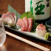 マグロ専門業者から仕入れられた本マグロを含む旬の魚が4種類も楽しめる『店自慢のお造り盛り合わせ』
