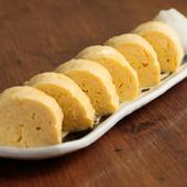 一口食べればおいしさが口いっぱいに広がる、フワッとした食感と出汁の味を楽しむ一品『出汁巻き玉子』