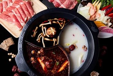 現代の「神湯」と呼ばれる薬膳を使用。こだわり火鍋しゃぶしゃぶ