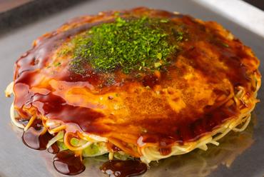 特製ソースがうまく素材をまとめ上げた、広島流お好み焼『そば肉玉子』