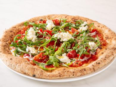 生クリームを使ったクリーミーなモッツァレラチーズが熱々のピッツァの上でとろりととろける『ブラータ』