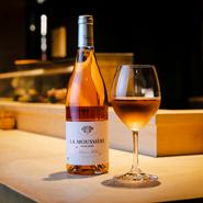新たな味わいに期待が膨らむ、焼鳥とワインのハーモニー