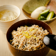 焼鳥とは異なる「伊達鶏」の優しい味を楽しめる『そぼろご飯』