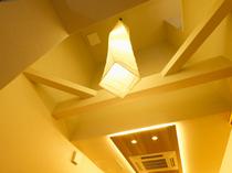 天井が高く、開放感のある上質なフロア