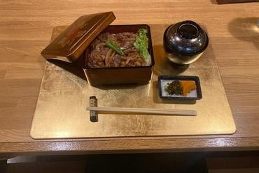 とろけるような食感、肉の甘みをいただく『松阪牛重』