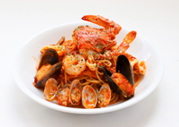 トマトソースと海の食材たち