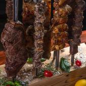 10種以上の串焼き肉料理を食べ放題で『シュラスコ』