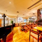 弁天町駅直結の大阪ベイタワー・イースト3階にある人気店。店名通り、古き良き時代を彷彿させる内装と劇場のようなエンターテイメント空間が融合。週末の夜にはグランドピアノの生演奏があり、贅沢なムードに。