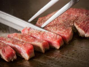 2種類のステーキを一度に味わえる『ペアBコース』