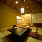 大切な方を招いての会食に相応しい、洗練された和の空間