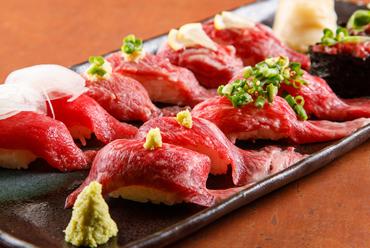 馬肉と牛肉、どちらも味わえる『肉寿司盛り合わせ』
