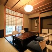 幅広いシーンに向く大小の完全個室、広々としたホール席を用意