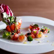 季節ごとにその時の旬の食材、今美味しい物を自ら出向き仕入れてきます。味や彩りなど五感で楽しんで下さい。