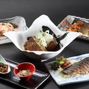魚介類は富山の水産会社から直送してもらっているほか、地元金沢の地魚を仕入れています。いずれも鮮度や品質にはとことんこだわっているので、そのおいしさは格別。野菜は地元の加賀野菜を積極的に使っています。