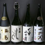 全国各地の日本酒が500種類以上揃い、希少なものもあるので思わず目移りしてしまいそう。精通したスタッフもいるので、日本酒通のゲストはもちろん、普段あまり飲まないゲストも、好みの日本酒を探してもらえます。