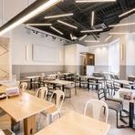 空間・料理どちらもこだわりたい方に提案したいお店です。店内は高い天井と大きな窓が印象的。時間を忘れてのんびりと、羽を伸ばしてみませんか。