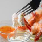 絶妙な火加減で茹で上げ海老のプリプリな食感をお楽しみ下さい。特製ソースは2種類ご用意しております。