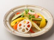 旬なお野菜を新鮮なうちにピクルスにしました。