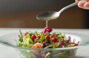 数種類のハーブを使っており口に広がる爽やかな香りで、お肉との相性◎当店一押しのサラダとなっております。