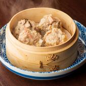 食材本来の旨味が口いっぱいに広がり、やみつきになる深い味わい『海と山の金澤焼売』