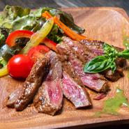 料理人のイチオシ。一番人気の『牛ハラミステーキ』
