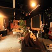 店内は夜のキャンプをイメージ。オシャレな癒しの別世界