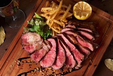 200gで食べごたえあり!赤身の旨み満喫『牛モモ肉のソテーとセルバチコ』