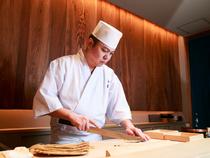 目で見て楽しめ、食べておいしい職人技でつくる寿司