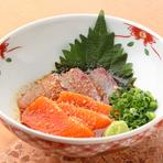 もともとは漁師たちが獲れた魚を保存するためにつくっていた料理。今では大分の定番郷土料理です。店のオリジナル特製ダレに漬け込んだお刺身は、旨みが絶品です。