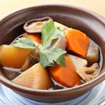 鶏肉や季節の野菜を煮込んだ日田の郷土料理。