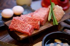 A5希少部位を含む本日のオススメのお肉をはじめ、季節に合わせた食材を楽しめるディナーコース。