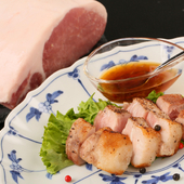 備長炭で赤身肉の旨みを頂点に導く『プラチナポークの炭火焼』