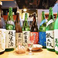 全種類楽しめる飲み放題も用意。全国から仕入れた地酒のほか、地元の酒蔵から取り寄せた美酒、旬の酒もあります。飲み比べするのはもちろん、時には「生江氏のオススメの一杯」を味わうなんて良さそうです。