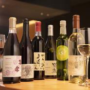 食材に合わせてセレクトされた日本ワインは、赤8種類、白8種類が常時ラインナップされています。鉄板焼きとのマリアージュを存分に堪能してみてはいかがでしょう。BARタイムにはワインカクテルも楽しめます。