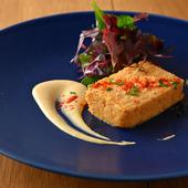 香りや食感にもこだわり、魚のおいしさを存分に味わえるスペインのテリーヌ『カサゴとホタテのパステル』