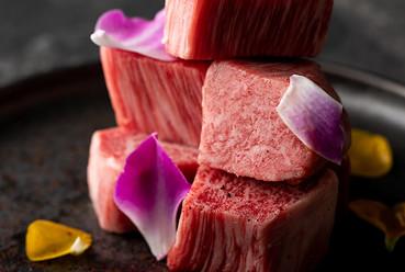 選りすぐりの米沢牛を堪能できる『炭火網焼きサーロイン』(200g)
